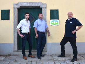 v.l.n.r.: Lebensmitteltechnologe und Fleischermeister Ing. Othmar Ozlberger, Eferdingerlandl-Schweinebauer Gerhard Falzberger und VLV-Geschäftsführer Dr. Johann Schlederer